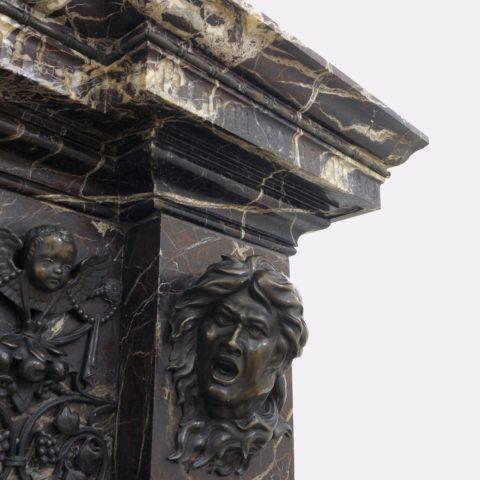 (Camino del salone centrale al piano terra, dettaglio della decorazione)