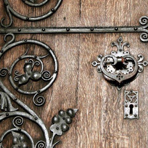 (20317a634321ce932fa4bc55a2f8ec38--door-knobs-door-knockers)